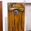 Стильная деревянная дверь в русском стиле