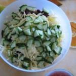 нарезанные огурцы добавляем в салат