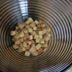 выкладываем в посуду сухари