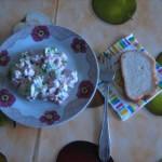 салат из сухарей колбасы и болгарского перца с сыром