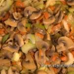 добавляем сельдерей в грибы