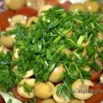 лук добавляем в салат