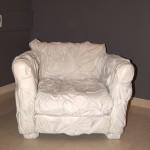 кожаное кресло с сжатой обивкой