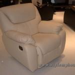 кресло белого цвета кожаное