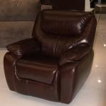 коричневое кресло кожаное