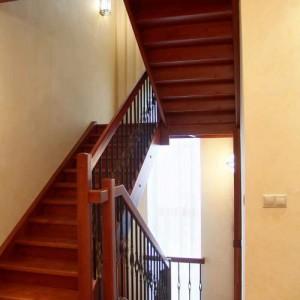 лестница на манасрдный этаж