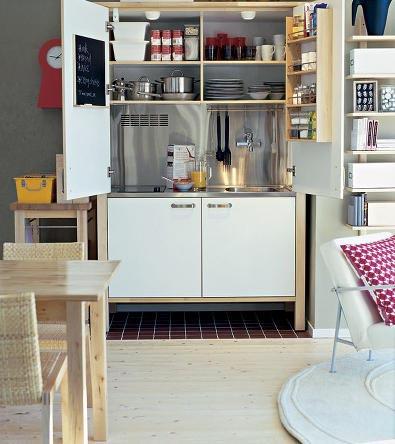 складная маленькая кухня объединенная с кгостиной
