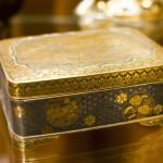 шкатулка с инкрустациями золота