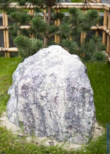 камни на участке