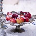 украшение стола на новый Год - серебряная ваза для фруктов