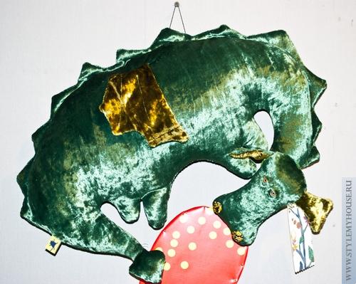 прикольный зеленый дракон на стену