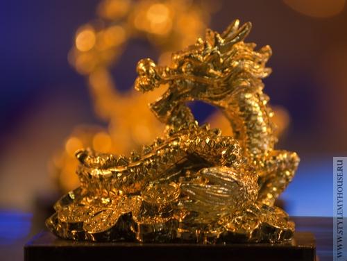 статуэтка золотого дракона