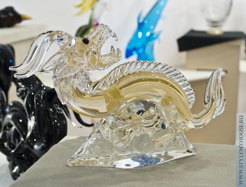 фигурка дракона из стекла