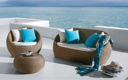 круглая плетеная мебель для загородного дома