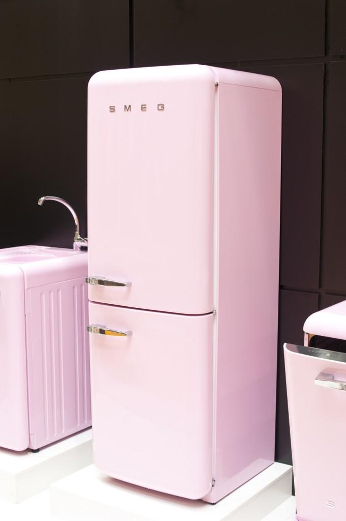 холодильник SMEG в стиле ретро