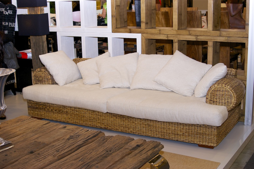 плетеный диван в колониальном стиле