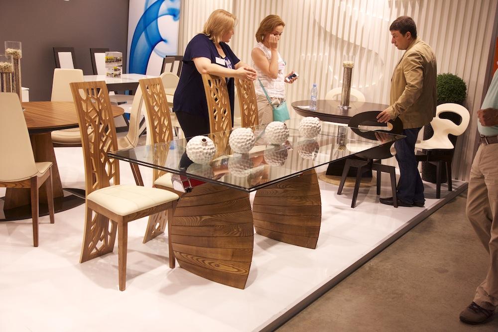 столы со стеклянными столешницами