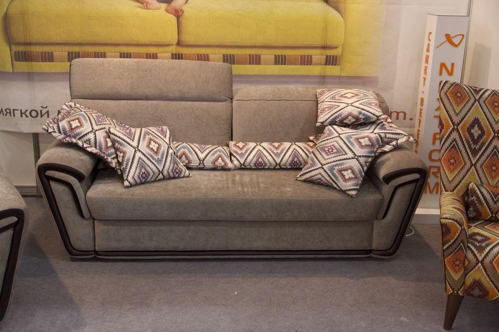 диван в ариканском стиле