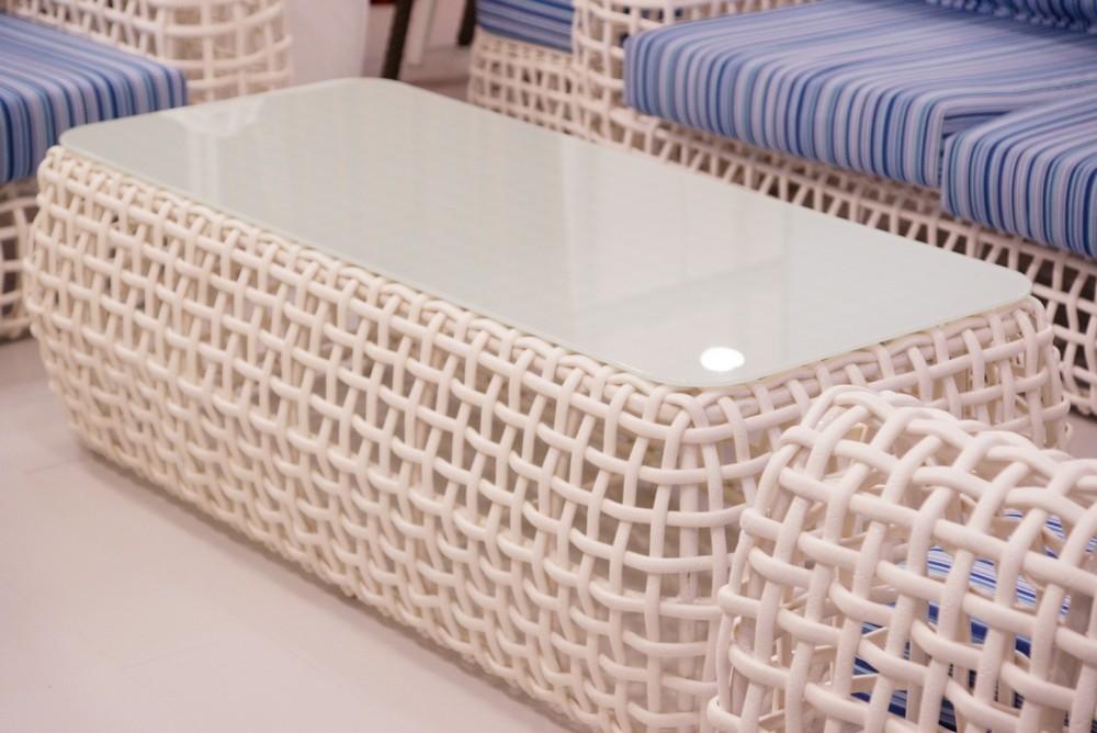 журнальный столик из плетеного алюминия