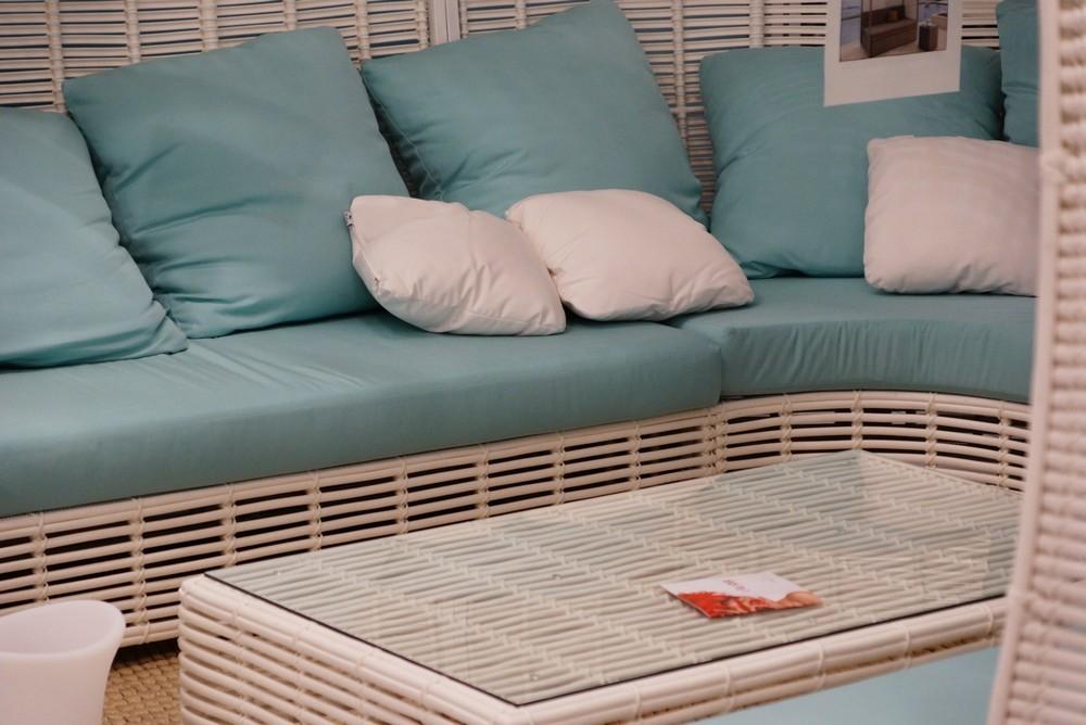 диван и журнальный столик из алюминия