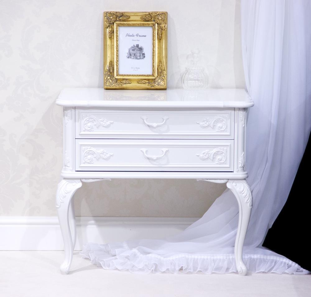 прикроватная тумбочка белого цвета
