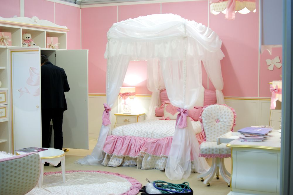 гламурная спальня в розовых тонах