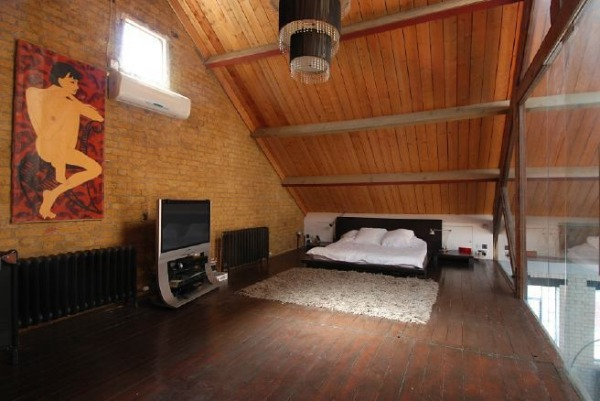 спальня в лофте