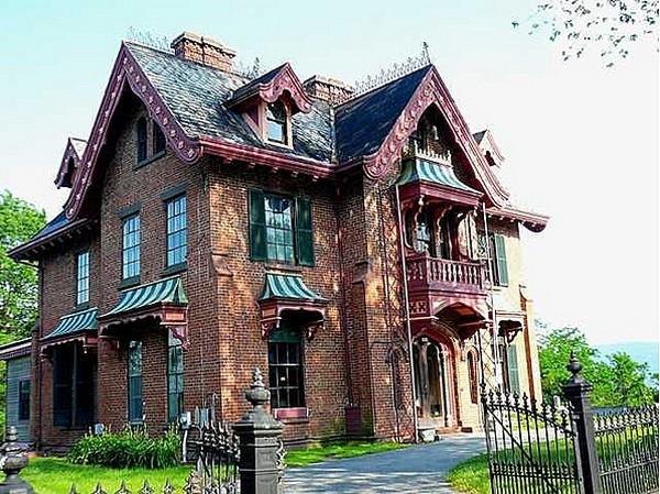 дом в неоготическом стиле